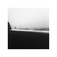 Amazing Iceland - Reynisfjara II (Passie13(Ines van Megen-Thijssen)) Tags: 2019 ijsland iceland island reynisfjara blacksandbeach beach strand nevel mist fog blackandwhite bw sw zw zwartwit monochroom monochrome monochrom canon inesvanmegen inesvanmegenthijssen