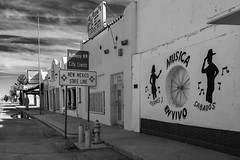 (el zopilote) Tags: anthony newmexico texas townscape street architecture smalltowns signs powerlines pentax k1ii hdpentaxfa35mmf2 bw bn nb blancoynegro blackandwhite noiretblanc monochrome elcaminoreal