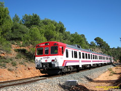 Tren de Cercanías de Renfe (Línea C-3) a su paso por SIETE AGUAS (Valencia) (fernanchel) Tags: adif renfe sieteaguas spain c3 поезд bahnhöfe railway station estacion ferrocarril tren treno train rodalies cercanias 592 s592