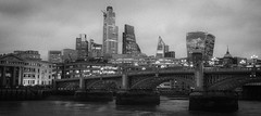 Todays world in old a capture (Janne Räkköläinen) Tags: london river cityview citylife citylights cityriver city citypulse bridge uk unitedkingdom oldstyle oldmood thames skyline cityline scycraper blackwhite bnw bw canon canon6d canonphotography canonphotographing ef24105l amateur amateurphotography amateurphotographing grain gray houses offices 2019 october
