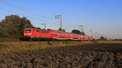 Abschied von der 111 (20) (Klaus Z.) Tags: eisenbahn kbs 395 gandersum ostfriesland br 111 personenzug re db regio dostos sandwich herbst