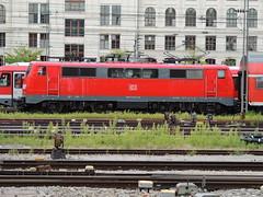 A DB Class 111 electric locomotive, Munich Hauptbahnhof (Steve Hobson) Tags: munich hauptbahnhof db 111