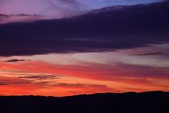 DSC_2286 (griecocathy) Tags: paysage coucher soleil ciel nuage montagne noir orange jaune bleu gris rose violet crème
