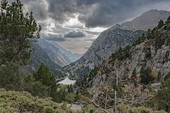 191012 IBONES AZULES-PANTICOSA 008r (MAVARAS) Tags: mavaras panticosa spain roca montain montaña luz nubes clouds lago