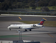N614SK CRJ-701 Skywest Airlines / Delta Connection (corkspotter / Paul Daly) Tags: n614sk bombardier inc cl6002c10 crj701 crj7 10051 l2j a7ff34 skw oo skywest airlines 2002 cgiap 200702 n705ev
