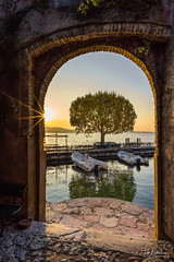 Punta di San Vigilio (timobohnenkamp) Tags: zeiss sony gardasee carlzeiss emount a7iii loxia2821 ilce7m3 puntadisanvigilio travel italien italy lake lago garda urlaub di sonnenaufgang