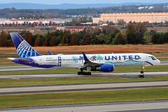 B757-2.N14106 (Airliners) Tags: ual united unitedairlines 757 b757 b7572 b757200 b757224 boeing boeing757 boeing757200 boeing757224 speciallivery specialcs california herarthere californiaherarthere iad n14106 101719