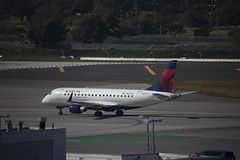 N633CZ Embraer ERJ-175LR Compass Airlines (corkspotter / Paul Daly) Tags: n633cz embraer erj175lr 170200lr e170 17000245 l2j a8492b cpz cp compass airlines 2008 ptsfw 20081001 klax lax los angeles
