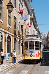 through the sunny city (Carsten Weigel) Tags: lisboa lisbon lissabon tram strassenbahn portugal sun sunshine sonnenschein city tour travel reise carstenweigel panasonicgx80 panasonic20mmf17 ruadaconceição