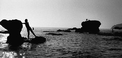 ... (johnny walker no label) Tags: bw seascapes film fomma400 nikonfg silhouettes people kids corfu