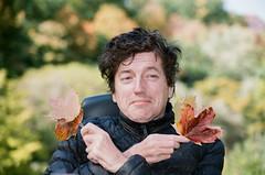 Funny autumn portrait (alex_virt) Tags: film portrait pentax pentaxz1p vivitarseries170210mmf284v3komine kodakcolorplus200