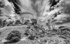 Windsor castle  The Round Tower (Luis FrancoR) Tags: windsorcastletheroundtower luisfrancorebgmailcom luisfrancor london londonstreets nikonistas nikon nikon1424mm28 nikond600 nikonflickraward nikonbest black blancoynegro blackwhite