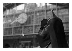 FILM - Sir John Betjeman (fishyfish_arcade) Tags: 35mm analogphotography bw barbican blackwhite blackandwhite filmphotography filmisnotdead hp5 istillshootfilm london monochrome olympusom1 zuiko50mmf18 analogcamera film ilford mono sirjohnbetjeman statue sculpture stpancras railwaystation clock