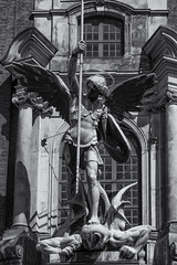 St. Michaelis (michael_hamburg69) Tags: hamburg germany deutschland michel stmichaelis michaeliskirche portal erzengel engel michael statue plastik figur kirche church angel male männlich flügel wings neustadt heiligenschein halo sculpture skulptur