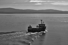 Off to work (@WineAlchemy1) Tags: scotland orkney stromness hoy graemsay sea atlantic fishing boat trawler wake blackandwhite monochrome nerosubianco blancoynegro noiretblanc work