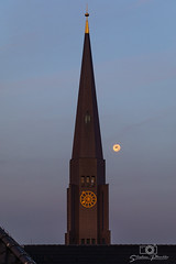Hauptkirche Sankt Jacobi (stephan.pl) Tags: hamburgcity hamburg überdendächern sunset church hauptkirchesanktjacobi germany sonnenaufgang moon hamburgzentrum kirchen deutschland mond