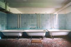 Freitag ist Badetag! (michael_hamburg69) Tags: lostplace offthemap abandonedplace urbanexploration urbex sanatorium badewanne 3some badewannen tub bath bathtub bubblebath blue blau tiles gekachelt kacheln phototourmit3daybeard3tagebart