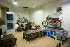 (kuuan) Tags: voigtländerheliarf4515mm manualfocus mf voigtländer15mm aspherical f4515mm superwideheliar apsc sonynex5n saigon hcmc vietnam restaurant vintage motorcycles mobylette honda