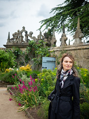 Mariëlle, Derbyshire 2019: Garden beauty (mdiepraam) Tags: derbyshire 2019 hardwickhall nationaltrust garden flowers wall sky marielle portrait pretty gorgeous attractive mature fiftysomething brunette woman lady milf elegant classy scarf coat