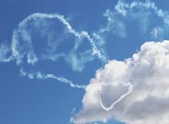 Escrito en el cielo (carlos_ar2000) Tags: avion airplane plane cielo sky nube cloud vuelo fly humo smoke pirueta pirouette generalrodriguez buenosaires argentina