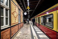 23:34 in Grunewald - 2019-10-12 (~Mario~) Tags: berlin grunewald trains night nightphotography lights