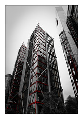 London's buildings (Jean-Louis DUMAS) Tags: architecture chicago lignes géométrique abstrait architecte architect art artist artiste artistique bw building bâtiment nb noiretblanc photos drapeau mat tour tower blackwhitephotos blackandwhite blackwhite noirblanc monochrome londres london