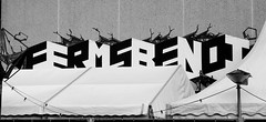 Graffiti in Amsterdam (wojofoto) Tags: amsterdam nederland netherland holland graffiti streetart wojofoto wolfgangjosten ferms benoi benoit zwartwit blackandwhite monochrome