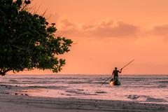 Tout est calme .... (Fabrice L.) Tags: 2019 mada2019 noiretblanc pirogues saintemarie madagascar sunset colors pastel soirée calme paisible peacefull zen human nature