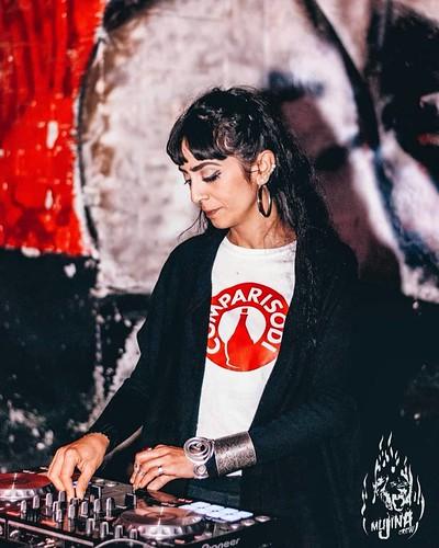 @laele_risingtime 🎧  #LaEle #dj #hardcore #love 🌹 #music #femaledj #comare 🍷 #sode 🎥#elettritv💻📲 #webtv #musicaoriginale #comparisodi 🔊#canalemusicale #webtvmusicale #sottosuolo #musica #unde