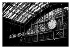 I want my time with you... (Jean-Louis DUMAS) Tags: horloge clock time architect architecture station gare londres london city artistsfree art bw nb noiretblanc black blackandwhite noirblanc blackwhite blackwhitephotos structure