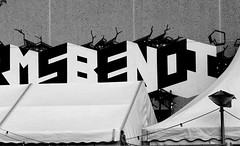 Graffiti in Amsterdam (wojofoto) Tags: amsterdam nederland netherland holland graffiti streetart wojofoto wolfgangjosten benoi benoit zwartwit blackandwhite monochrome