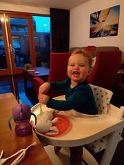 Daphne eet konijn