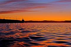 Anaranjado (alfonsocarlospalencia) Tags: santander amanecer duna anaranjado bahía horizonte reflejos luces septiembre barco guerra normandía violeta arrugas textura nubes calma paz calidez
