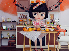 Halloween Kitchen: Bake Sale (Moonrabbit_ly) Tags: miniature blythe halloween rement rements dollhouse diorama doll onesixscale