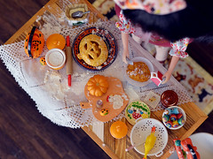 Halloween Kitchen: Making a Pumpkin Pie (Moonrabbit_ly) Tags: miniature blythe halloween rement rements dollhouse diorama doll onesixscale
