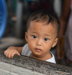 boy wondering (the foreign photographer - ฝรั่งถ่) Tags: boy child khlong lard phrao portraits bangkhen bangkok thailand nikon d3200