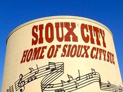 Sign on Sioux City water tower, (ali eminov) Tags: siouxcity iowa parks sertomapark towers watertowers siouxcitywatertower signs homeofsiouxcitysue