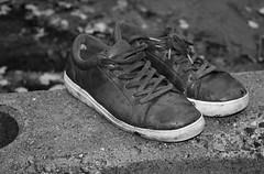 6Q3A4806 (www.ilkkajukarainen.fi) Tags: shoes kengät asunnottomien yö kallio vaasan auki katu helsinki suomi finland finlande eu europa scandinavia