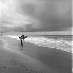 Sizing the surf (bill mccarroll) Tags: 120 kodaktrix planar80mm rolleiflex rolleiflex28f sanclemente trix analog believeinfilm film filmpaideia mediumformat california unitedstates