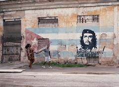 Streets of Havana - Cuba (IV2K) Tags: havana habana lahabana cuba cuban kuba cubano che cheguevara propaganda graffiti mamiya mamiya7 mamiya7ii kodak kodakfilm kodakportra kodakportra400 portra portra400 caribbean mediumformat 120 120film