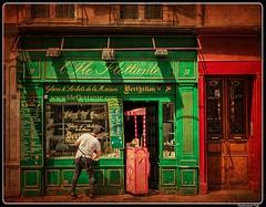 Paris_Rue des Deux Ponts_Berthillon Glacier_4e Arrondissement (ferdahejl) Tags: paris ruedesdeuxponts berthillonglacier 4earrondissement dslr canondslr canoneos800d