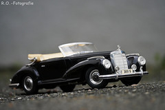 Modellauto / Model Car (R.O. - Fotografie) Tags: modellauto model car mercedesbenz mercedes benz 300s outdoor rofotografie panasonic lumix dmcgx8 dmc gx8 gx 8 pana leica 100400mm bokeh