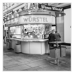 Vienna sausages (sdc_foto) Tags: sdcfoto street streetphotography bw blackandwhite vienna austria seller boredom evening people sausages leica q2