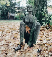Goddess of autumn (erlingraahede) Tags: october poetic bedifferent vsco canon leaves statue autumn goslar