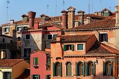 Venice / Venetian chimneys - Campo della Maddalena (Pantchoa) Tags: venise italie vénétie europe maisons cheminées vénitiennes campo maddalena façades architecture fénêtres ciel bleu cannaregio voletsvénitiens volets