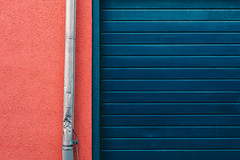 Rot | Blau (manganite) Tags: nikon nikonz nikonz6 z6 abstract abstrakt architecture badenwürttemberg blue buildings catchycolors closeup color colors colours details deutschland dslm europa europe fullframe gebäude germany konstanz lessismore minimal minimalism minimalismus minimalistic minimalistisch mirrorless photographer red simple simplicity manganite lightroom f71 iso500 48mm nikkorz2470mmf4s 2019
