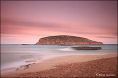 Auténtica. (oscanpa ( Oscar )) Tags: nubesdealgodón colores mar playa calaconta seguratatodavía flickerosdeibiza maría xicu oscar 19octubre2019 felicidades vinoanag aldesayuno