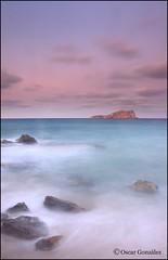 De vuelta. (oscanpa ( Oscar )) Tags: nubesdealgodón colores mar playa calaconta seguratatodavía flickerosdeibiza maría xicu oscar 19octubre2019 felicidades vinoanag aldesayuno
