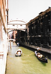 Venice, Italy - Bridge of Sighs (jrozwado) Tags: europe italy italia venice venezia unescoworldheritage canal bridge bridgeofsighs pontedeisospiri gondola gondolier boat