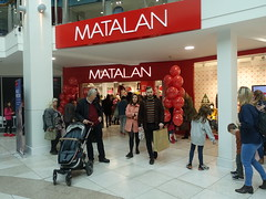 New Matalan stote in Preston City Centre (Tony Worrall) Tags: preston lancs lancashire city welovethenorth nw northwest north update place location uk england visit area attraction open stream tour country item greatbritain britain english british gb capture buy stock sell sale outside outdoors caught photo shoot shot picture captured ilobsterit instragram photosofpreston urban street streetphotography candid people person picturesinthestreet photosofthestreet shop shoppers red matalan opening balloons doorway srgeorgesshoppingarcade